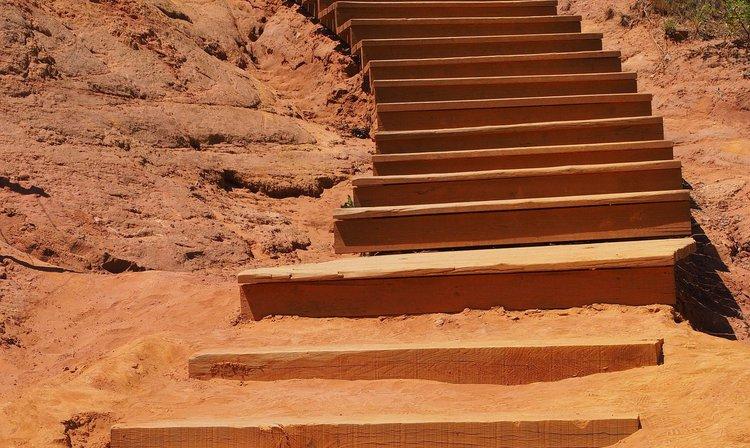 Treppenstufen im Sand